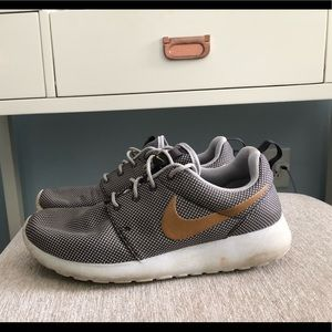 Women's gold and grey nike roshes!!